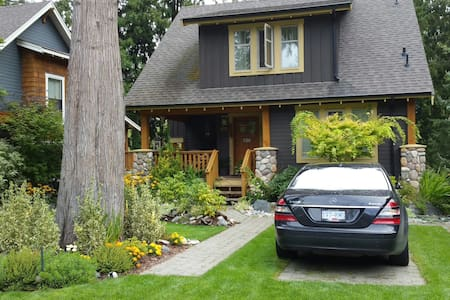 Luxury cottage in a resort at Cultus Lake BC - Lindell Beach