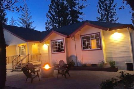 Casa Yosemite Mountain Bungalow: Cozy & Romantic!
