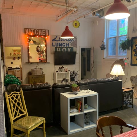Chill private room in Fishtown shared artists loft