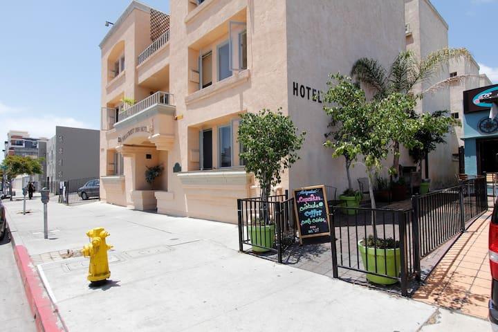 Hillcrest Inn Hotel