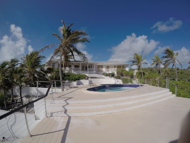 Banana Hill House 3BD- stunning views&relaxation