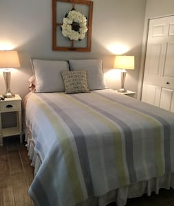 Beautiful and Clean Private Bedroom and Bathroom! - Royal Palm Beach - Dom