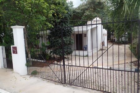 Small House-perfect for 1 or a pair - Valladolid - House