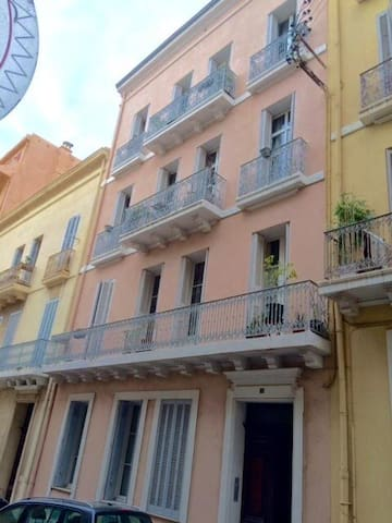 Beautiful 1076sq.ft flat +balcony 164 ft sea front - Toulon