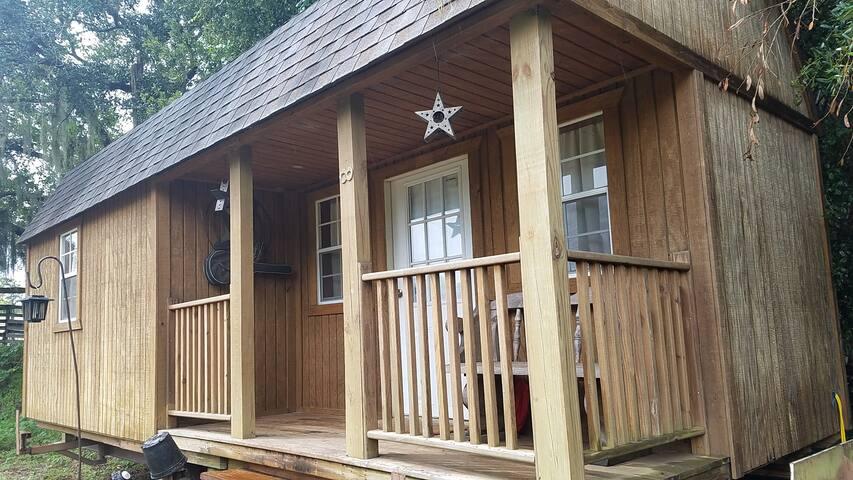 SunShine Ranch Cabin (Farm animals Sanctuary)