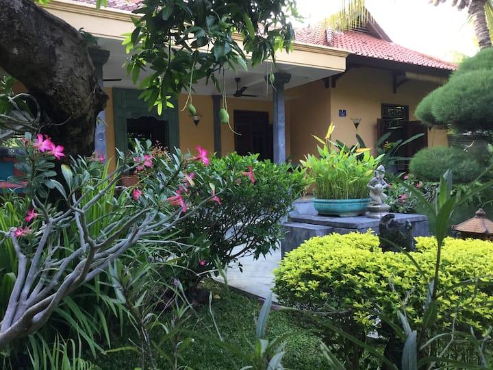 Family B&B Villa Taman Ayu, garden & pool, at sea.