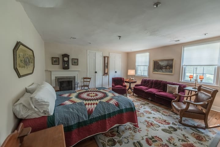The Cashmere Room at Springdale Village Inn - Purcellville - Bed & Breakfast