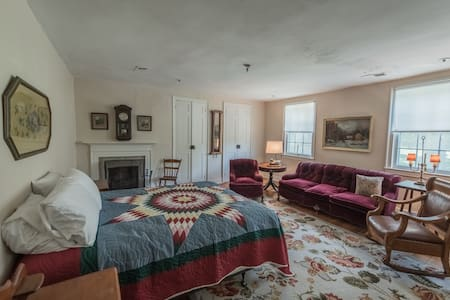 The Cashmere Room at Springdale Village Inn - Purcellville