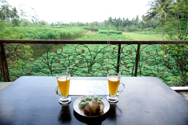 quiet room  with a wonderful view - Borobudur - House