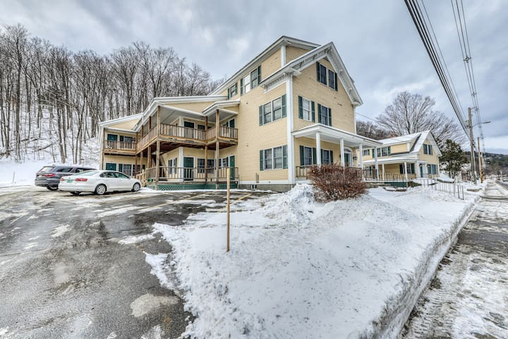 Light, bright family-friendly home w/shared deck and close to Okemo!