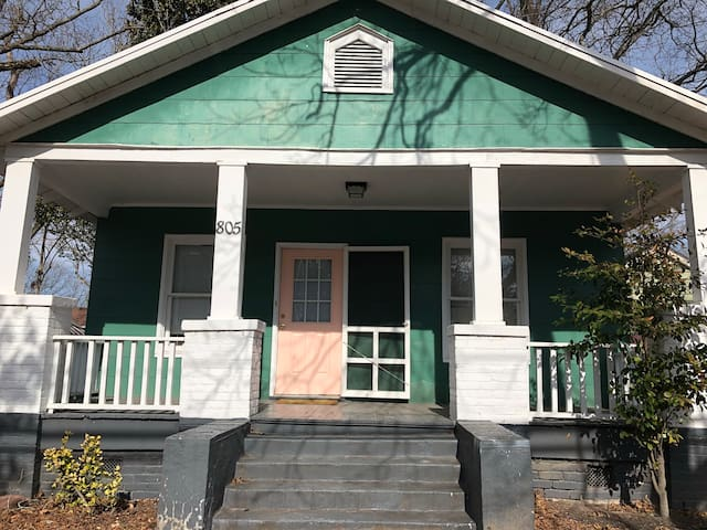 1 private bedroom in home, 3 mins from ECU campus!