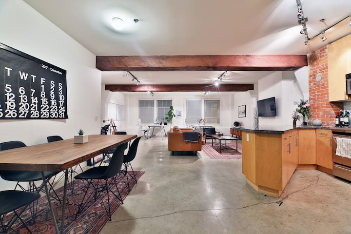Beautiful Loft in the heart of Gastown