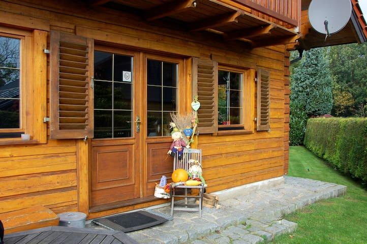 """Das Ferienhaus """" Holzhus"""" direkt am Schweriner See"""