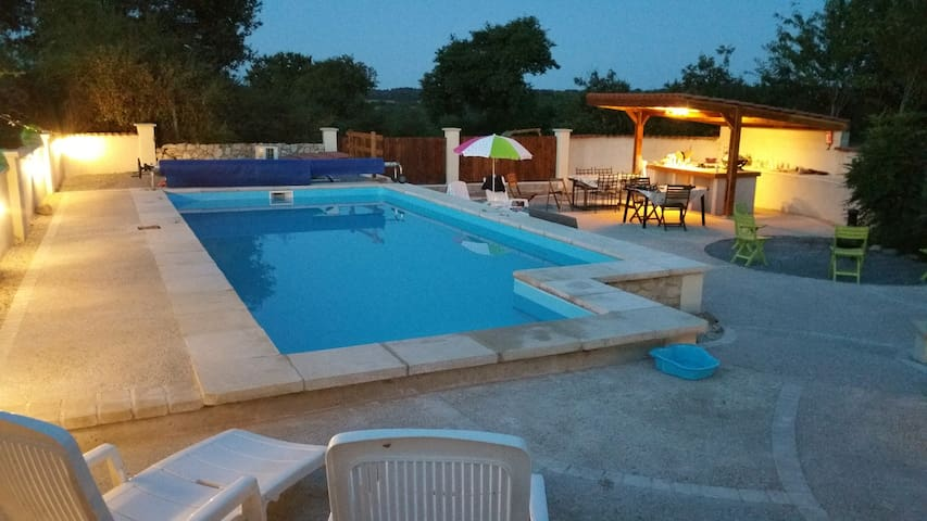 Rural 3 bed house with heated pool - Breuil-Barret
