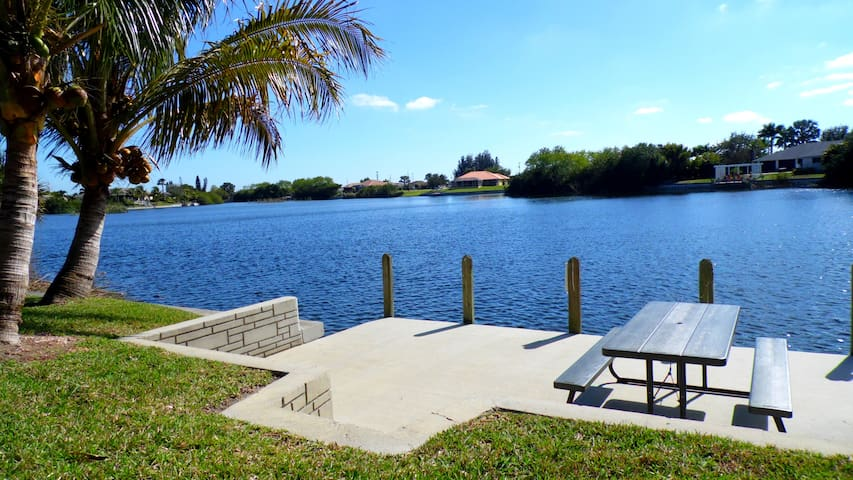 Villa Florida Vacation on the Lake - Pool & Dock - Cape Coral - Villa