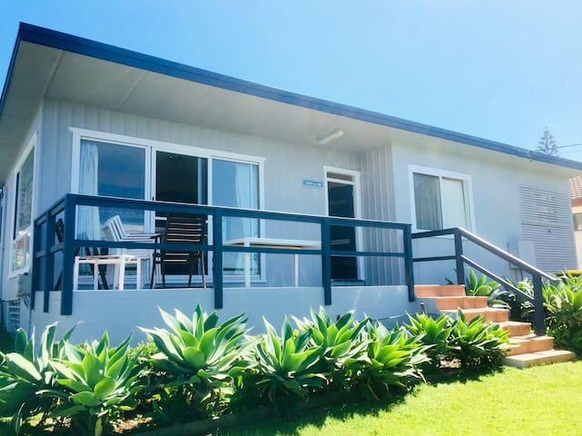 C'est La Vie.  A Quintessential Aussie Beach House