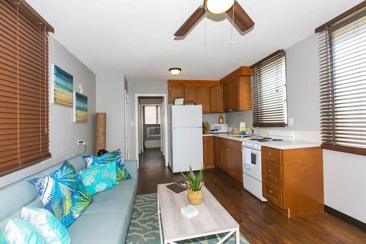 Honolulu Hideaway-  1 bedroom/ 1 Bath/1 Parking