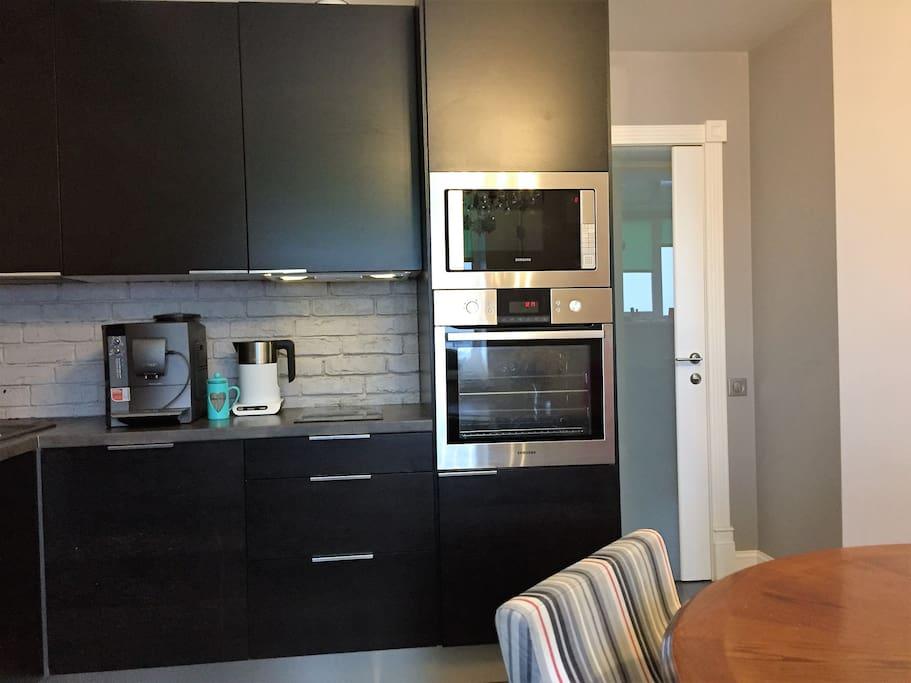 Микроволновая печь, духовой шкаф и посудомоечная машина для вашего удобства