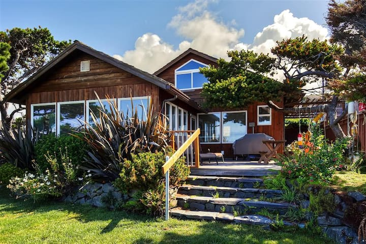 3BR Oceanfront Arch Cape House w/Pacific Views!