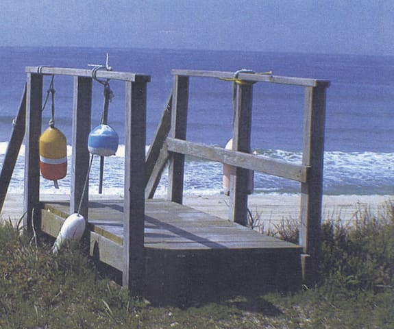"""Walk or Bike To Nearby Famous """"Steps Beach"""" Cliff Road and Lincoln Circle Beaches As Well Jetties & Town Childrens Beach"""