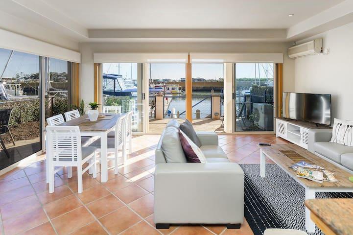 4br Villa Right on The Marina
