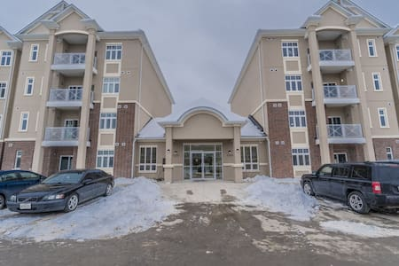2 bedrooms 2 full bathrooms pond facing view!!!! - Milton
