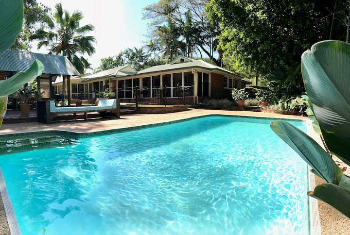 Tropical Garden Resort Style, Large Luxury Home