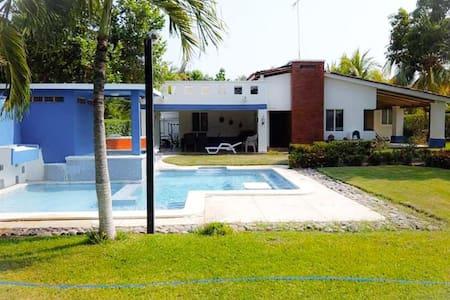 Casa de Playa en Residencial Las Veraneras,