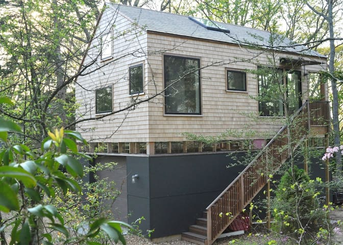 Modern Treehouse - Great Location - 10min to Beach