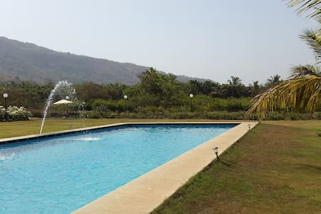 Luxury hillside bungalow with private pool - Raigad
