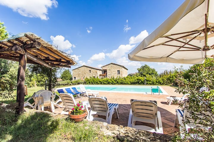 Tuscan villa & pool (4): relax in the nature