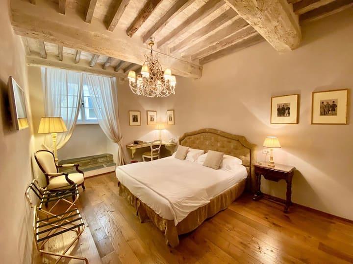 Deluxe Master Room in Cortona