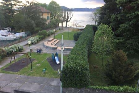 Casa direttamente sul lago d'Iseo - Pilzone - Lejlighed