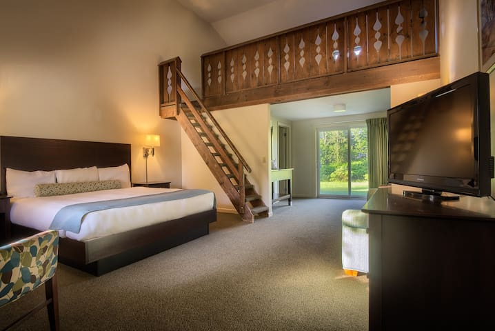 Stowe Escape Boutique Motel Loft Suite Three+ Beds