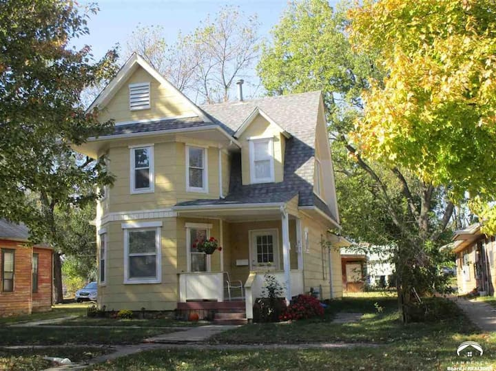Cozy Victorian Home in Historic East Lawrence!