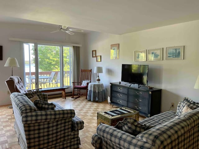 Rest and relax in the spacious living area. There is a queen size sofa bed. We have a wide selection of DVD's, an XBox Kinect, a small selection of board games, puzzles and children's toys available. The 3 seater couch is a queen size sofa bed.