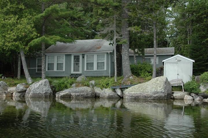 Charming, lakeside camp close to Bar Harbor/Acadia