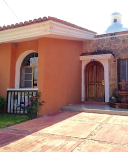 Chill house for travelers - Ajijic - House
