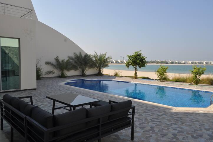 Classic Luxury Durrat Al Bahrain Beachfront Villa