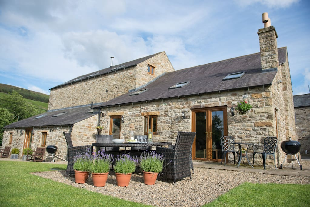 Broadmea Stable (Right) - (Broadmea Barn, sleeps 10 available to book together for large groups - Left)