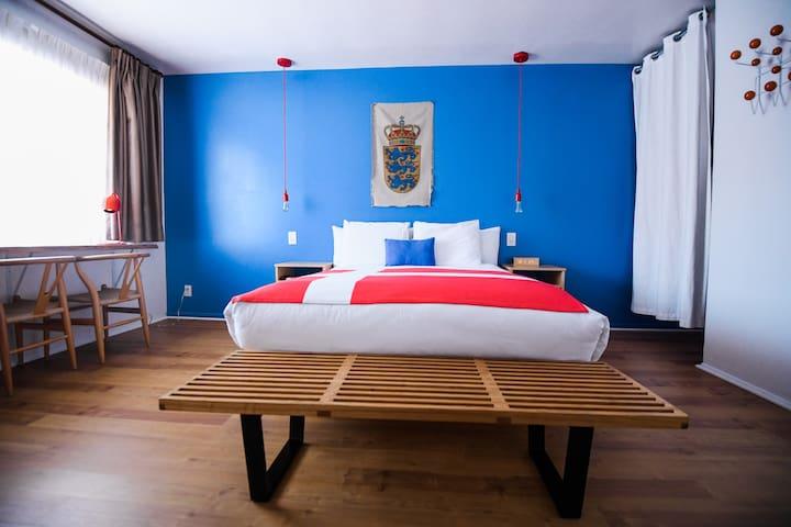 Queen room in the center of Solvang
