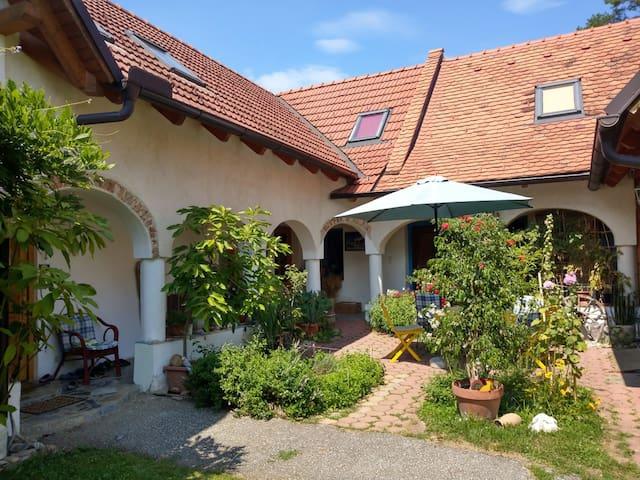 Idyllisches Landhaus mit schönem Garten