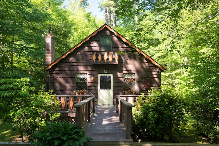 Cabin in the Blue Ridge Mountains (Land Harbor)