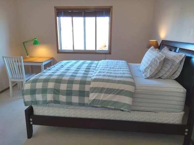 Master Bedroom-Tuscany 3-Story House