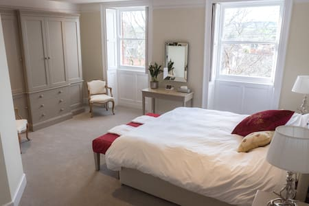 Broadway House Rooms,Topsham High St, Exeter Devon - Topsham