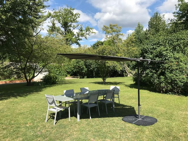 Au cœur de Chantilly: Maison charme et jardin