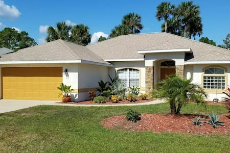 True Florida Pool Home Close to Many Adventures - Palm Coast - Haus