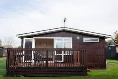 Hoburne Cotswold Holiday Chalet South Cerney - Appartement