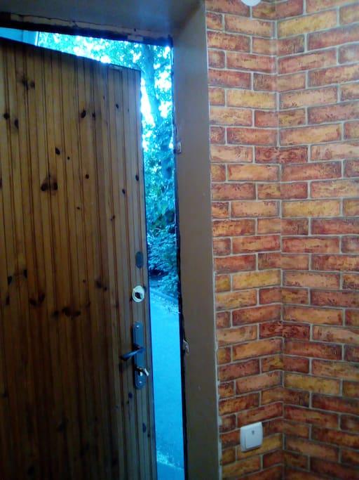 Вход в дом.