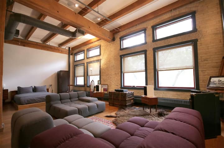 ⍟Stylish HUGE LOFT⍟Exchange District w/Parking
